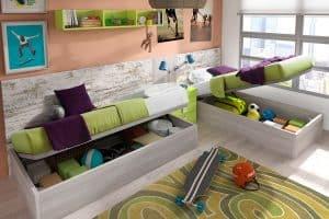 Habitación en L con camas con cajonera debajo
