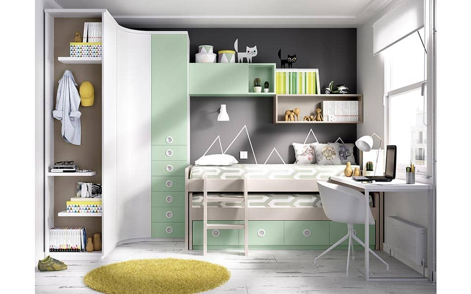 Habitación con cama compacta doble y armario esquinero
