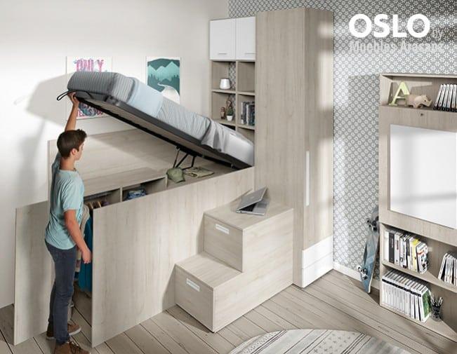 Cama juvenil elevada con armario abierto bajo la cama