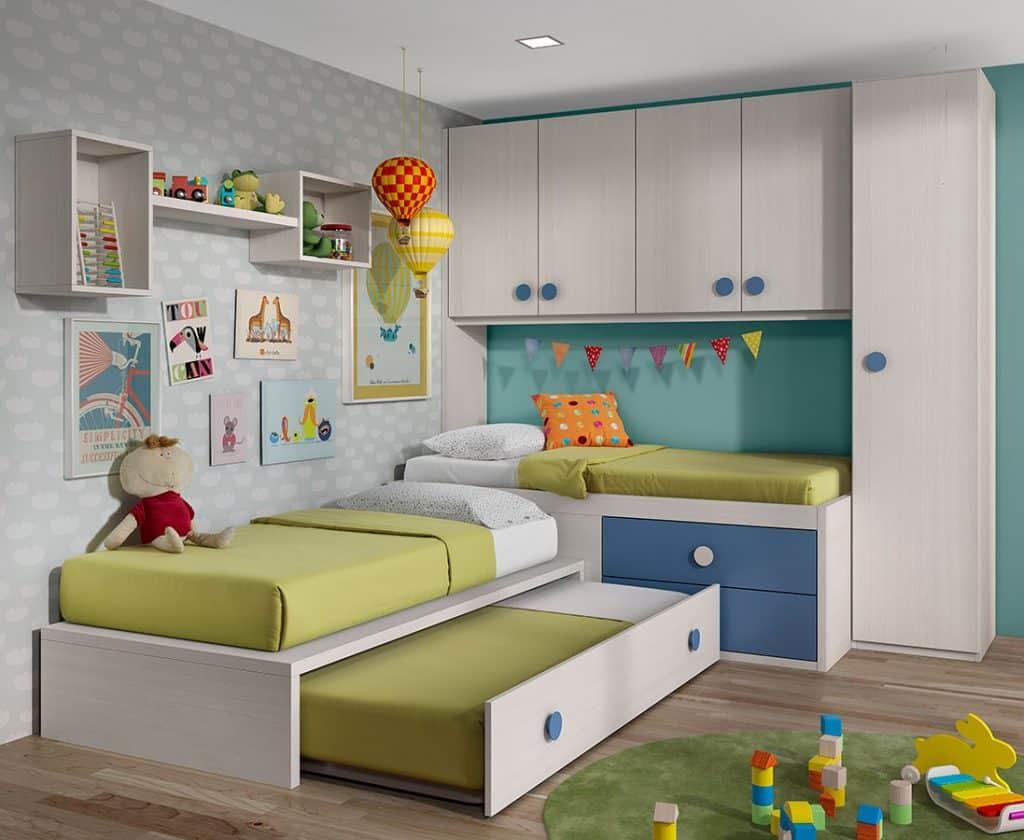Habitación infantil con tres camas