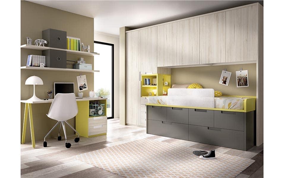 Habitación con escritorio y amplios cajones bajo la cama