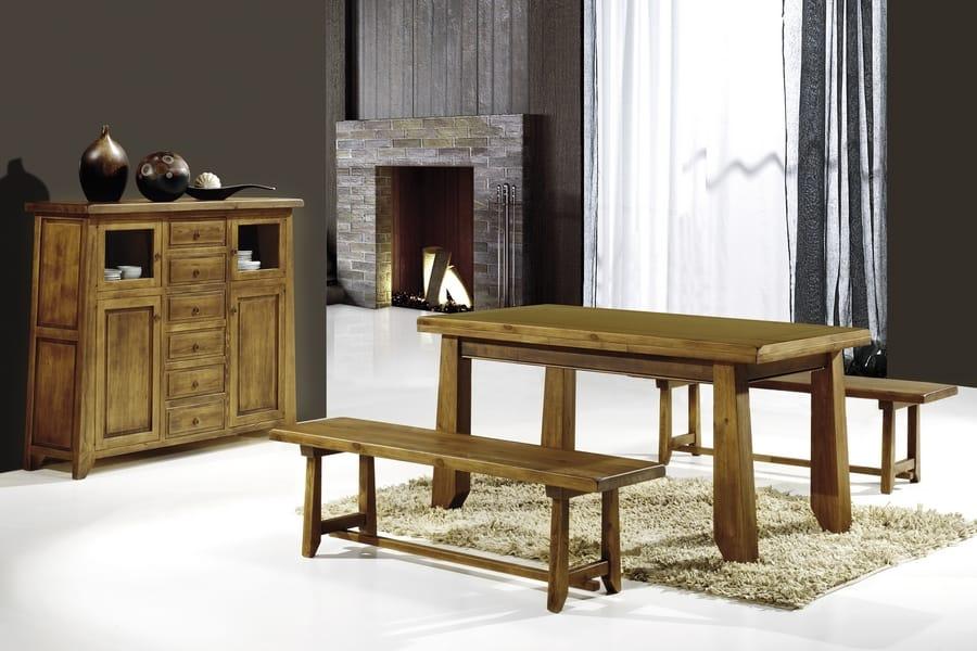 Mesa rústica con bancos