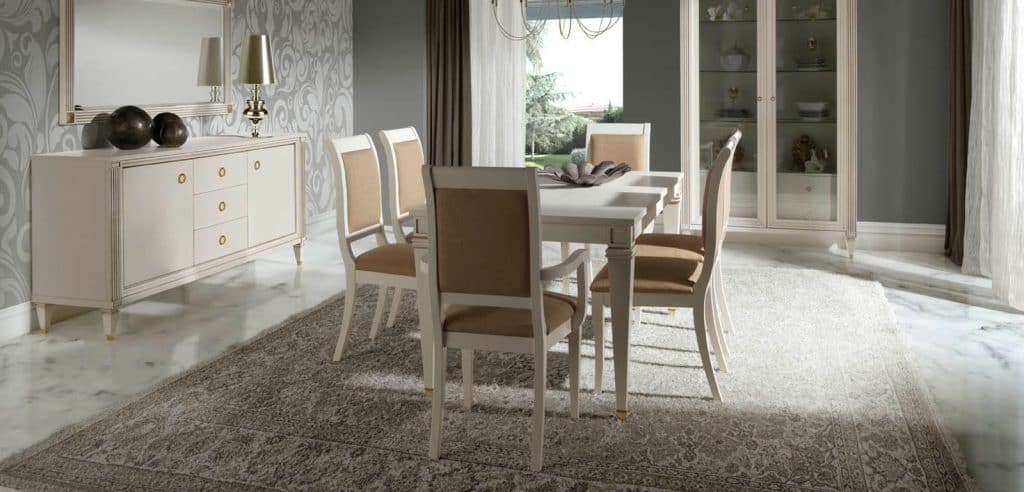 Mesas y sillas para comedor clásico en blanco