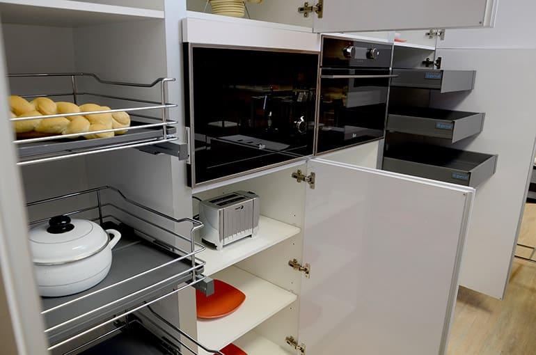 Armarios y cajones en una cocina