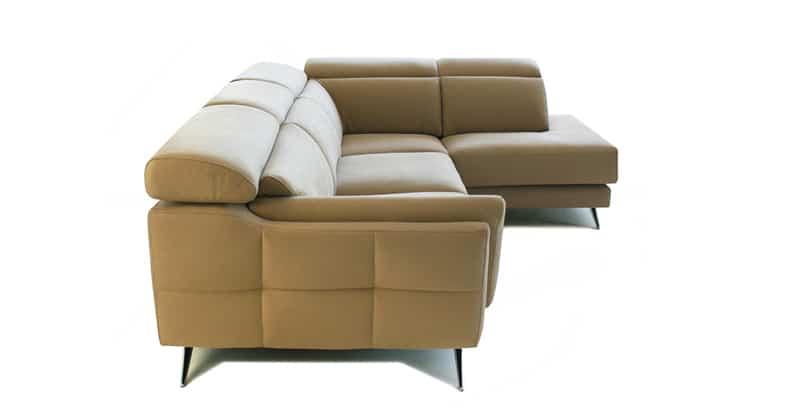 Vista lateral de sofá con asientos deslizantes
