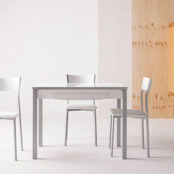 Mesa extensible para la cocina con cajón
