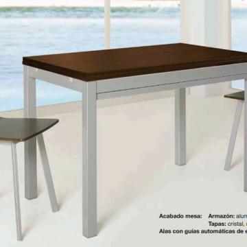 Mesa extensible de aluminio y madera