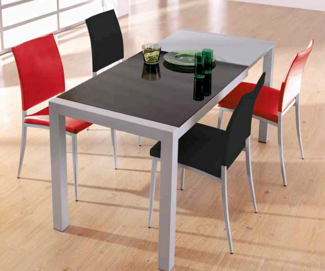 Mesa extensible metálica en color negro