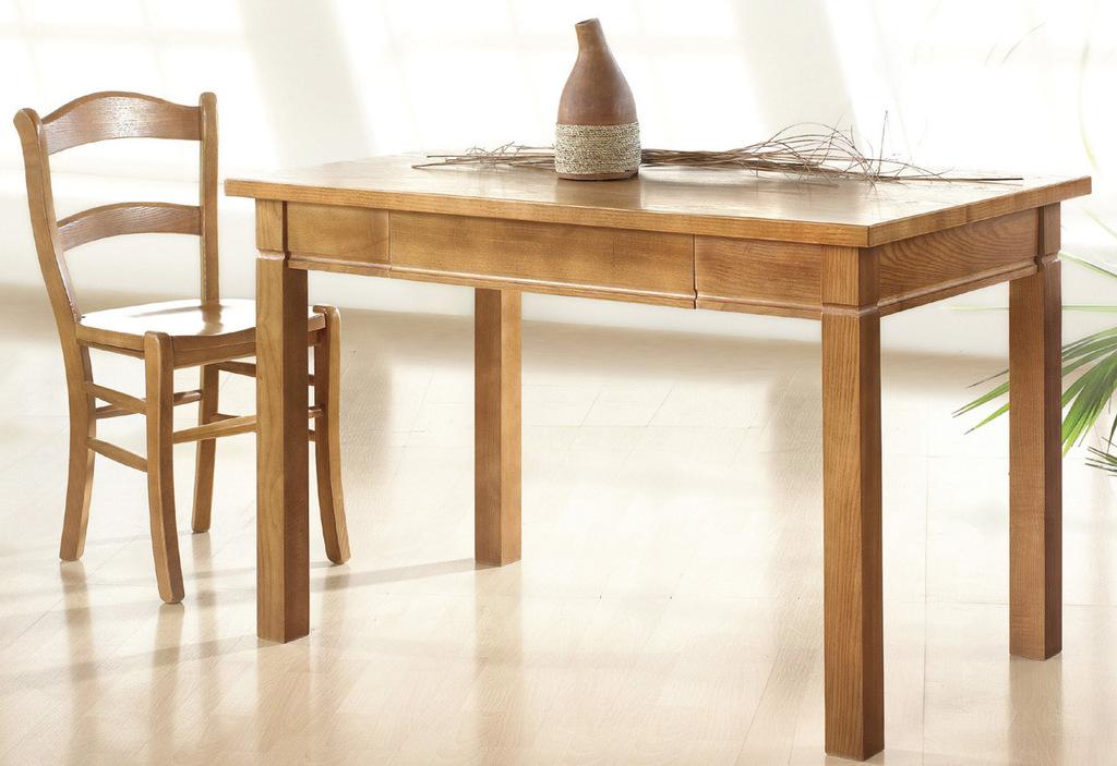 Mesa fija de madera de tipo rústico