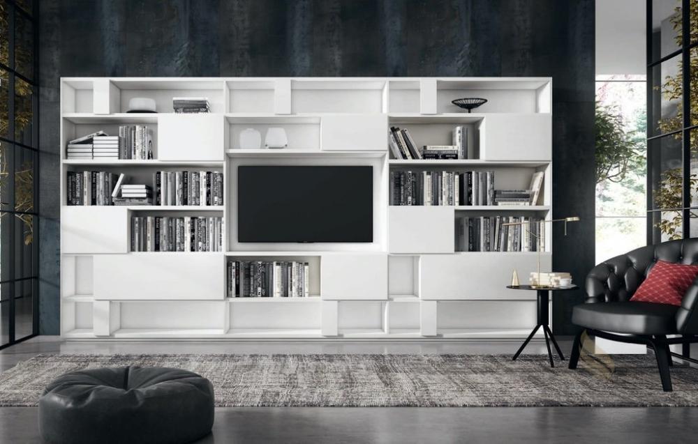 Frente de salón con estantería y espacio para televisión